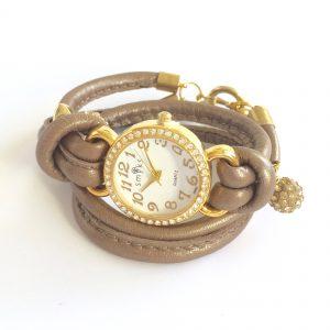 brun-gylden-lammeskinn-klokke