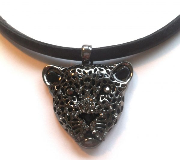 sort-jaguar-leopard-puma-lammeskinn-smykke