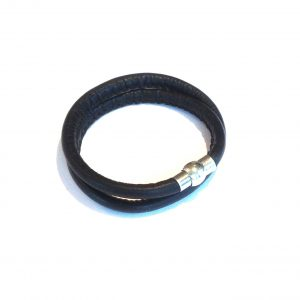 sort-lammeskinn-armbånd