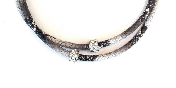 slangeskinn-imitert-lær-tøff-smykke