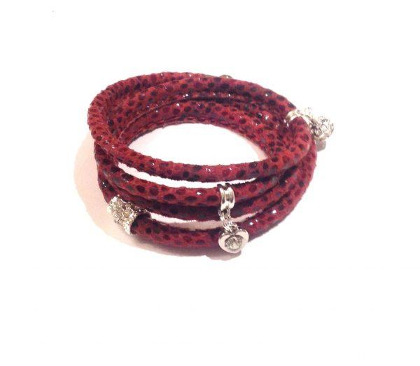 rød-slangeprint-lammeskinn-charms-armbånd