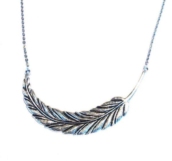 sølv-metall-fjær-smykke-halskjede