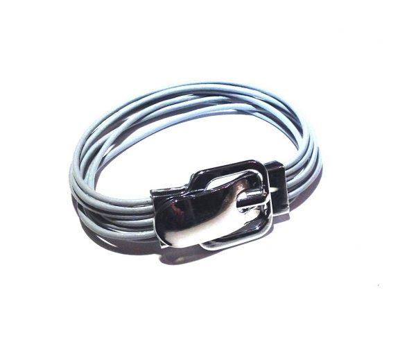 grå-lær-beltespenne-magnet-armbånd