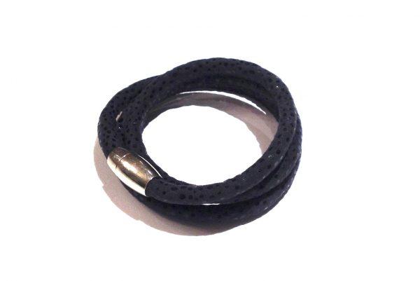 mørk-blå-printet-tøff-magnet-armbånd