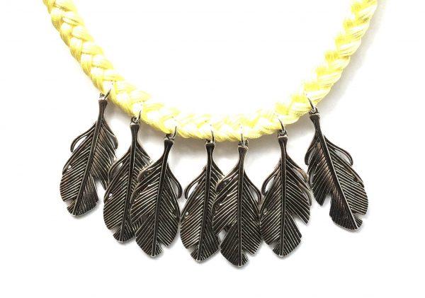 gul-flette-fjær-bohem-smykke