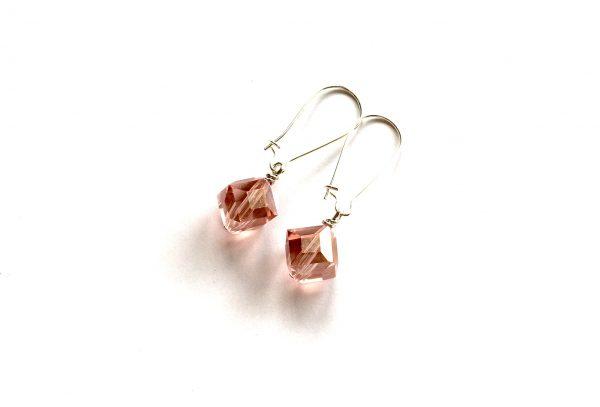 rosa-glass-kube-øreanheng-ørepynt