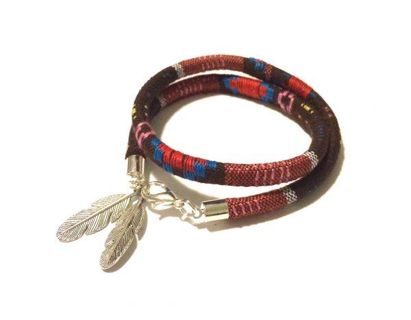 boho-brun-fjær-armbånd