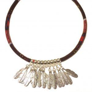 brun-tekstil-bohem-smykke-metall-fjær