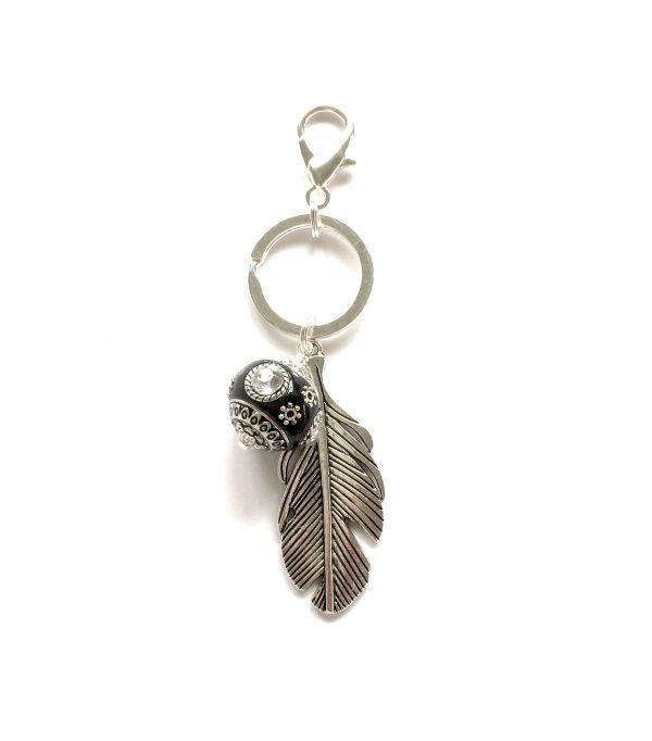 sort-perle-fjær-nøkkelring