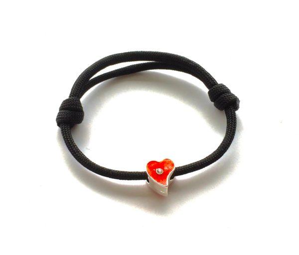rød-hjerte-sort-paracord-onesize-justerbart-armbånd