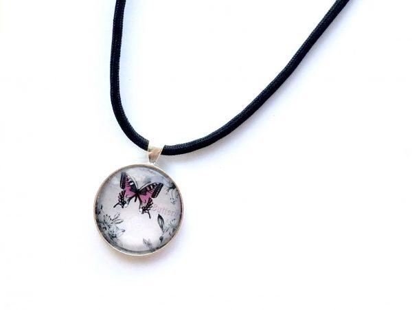 rosa-sommerfugl-paracord-sort-smykke
