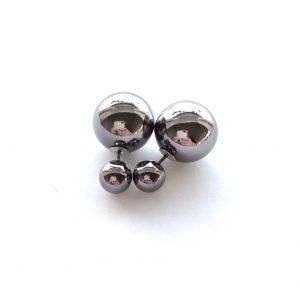 sølv-grå-doble-øredobber-stor-kule-bak
