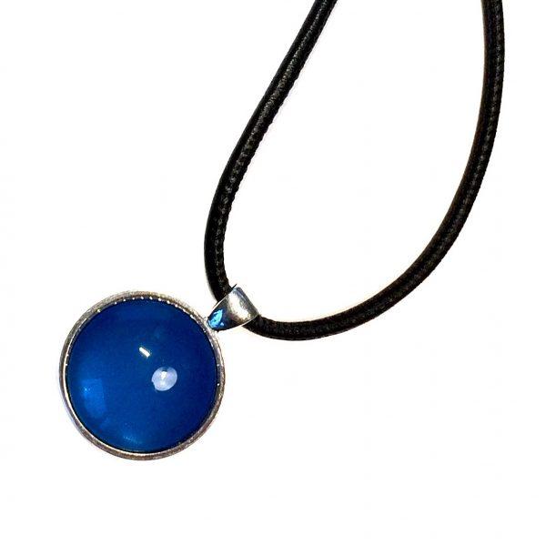 blå-glass-lammeskinn-anheng-smykke