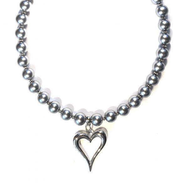 grå-perle-hjerte-smykke