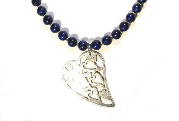 blå-glass-hjerte-smykke