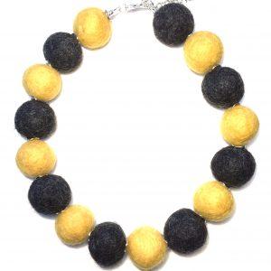 gul-grå-ull-kule-statement-smykke