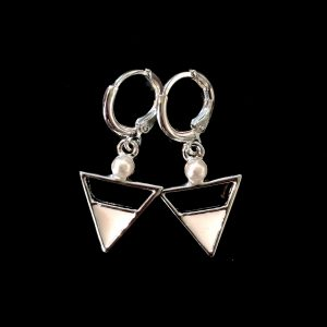 hvit-triangel-perle-øreanheng-ørepynt