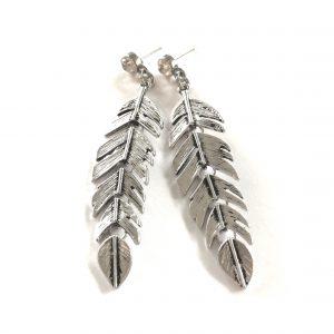 sølv-metall-fjær-ørepynt-bohem-øreanheng
