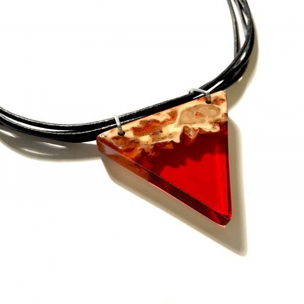 rød-triangel-lær-smykke
