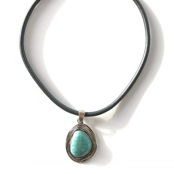 turkis-grå-lammeskinn-smykke