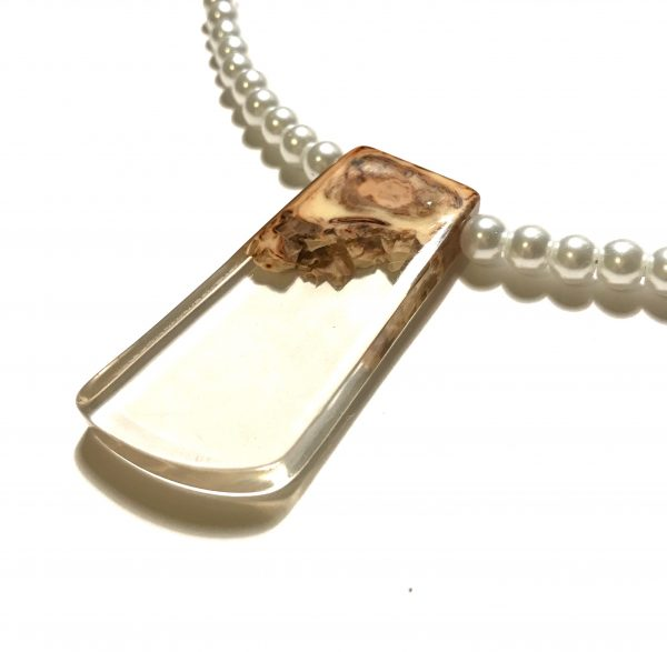 hvit-perle-smykke