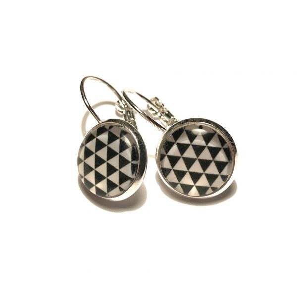 hvit-sort-geometrisk-triangel-sølv-ørepynt-øreanheng