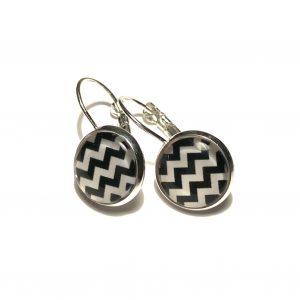 hvit-sort-geometrisk-sikksakk-sølv-ørepynt-øreanheng