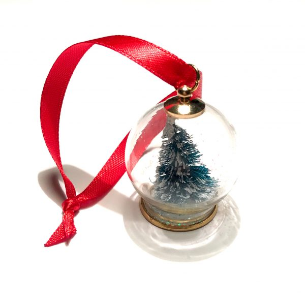 kule-tre-snøkule-tre-rød-juletrepynt-julepynt