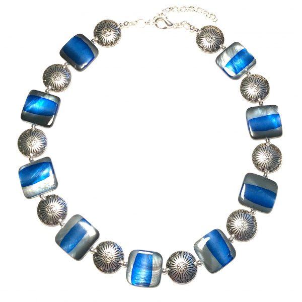 blå-grå-skjell-perlemor-smykke