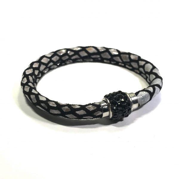 sort-lammeskinn-slangeprint-magnet-armbånd