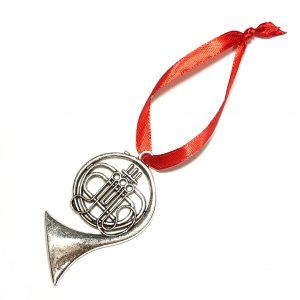 sølv-musikk-instrument-horn-juletrepynt-rød-julepynt