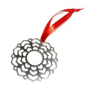 sølv-hjerte-krans-ornament-rød-juletrepynt-julepynt