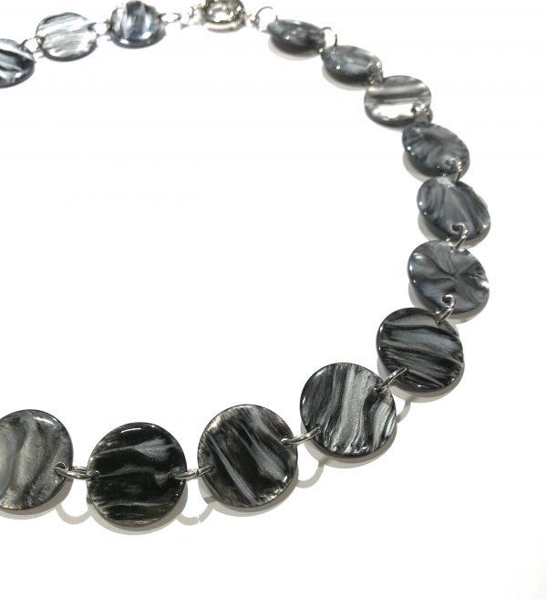 grå-smykke