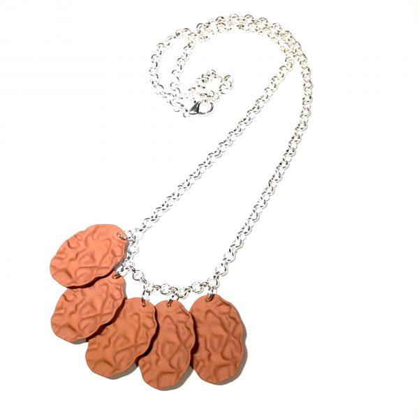 brun-sølv-smykke