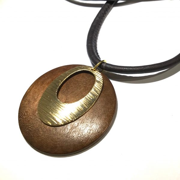 brun-tre-gull-lammeskinn-langt-smykke
