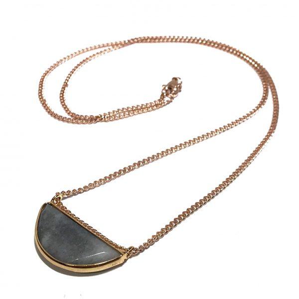 grå-stein-halvmåne-smykke-halskjede