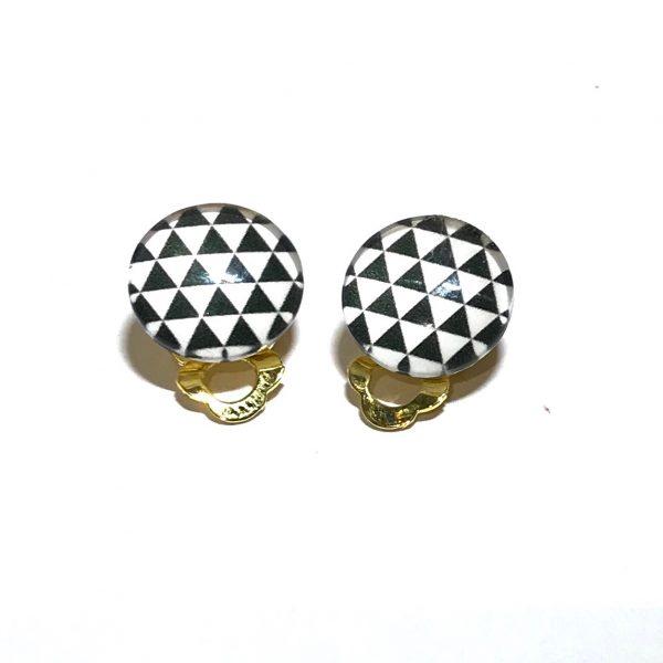 gull-hvit-sort-triangel-geometrisk-øreklips-klips-øredobber-ørepynt