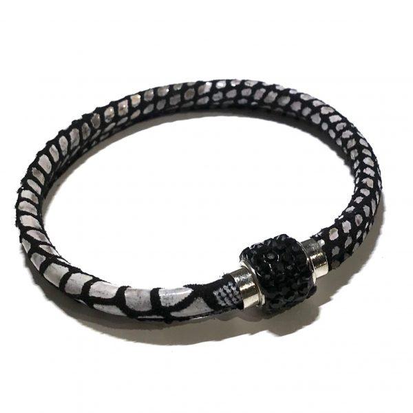 sort-lammeskinn-slangeprint-magnet-bling-armbånd