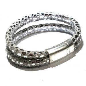 grå-sølv-lammeskinn-armbånd
