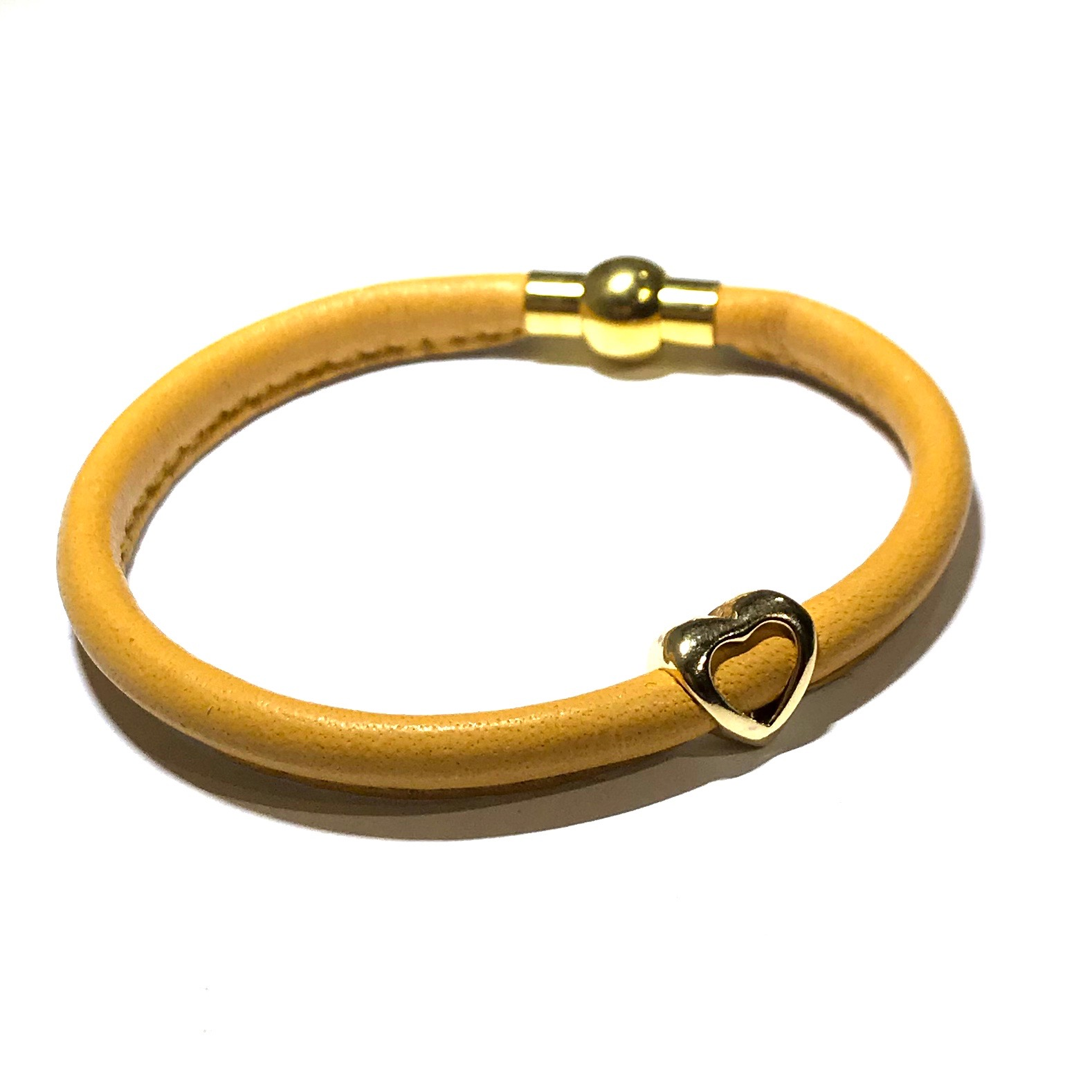 oker-gul-lammeskinn-lær-hjerte-armbånd