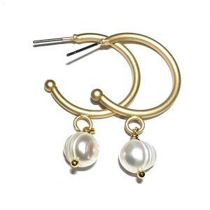 matt-gull-hvit-perle-maritim-øreringer-ørepynt