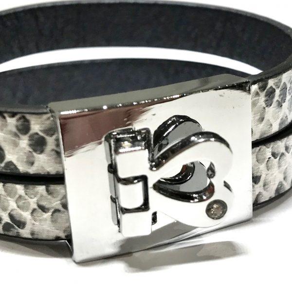 slangeprint-sort-hvit-lær-hjerte-armbånd