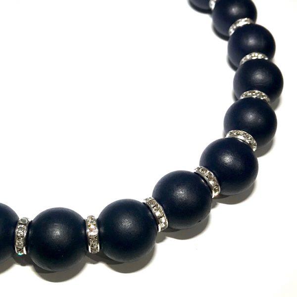 mørk-blå-tre-smykke