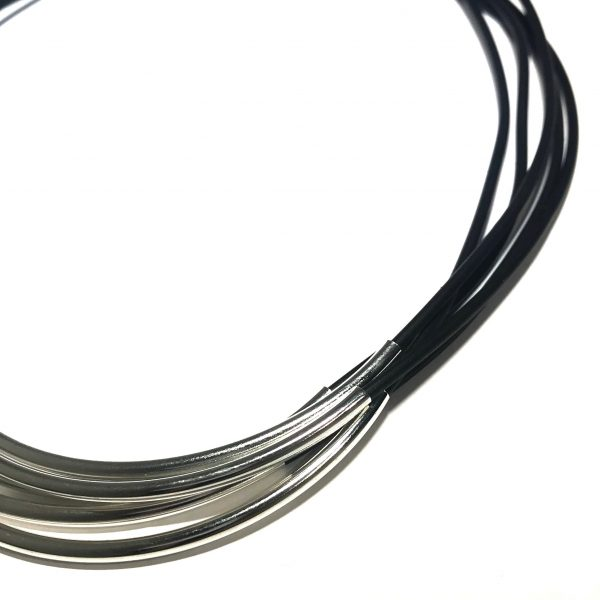 sort-gummi-tøff-sølv-smykke