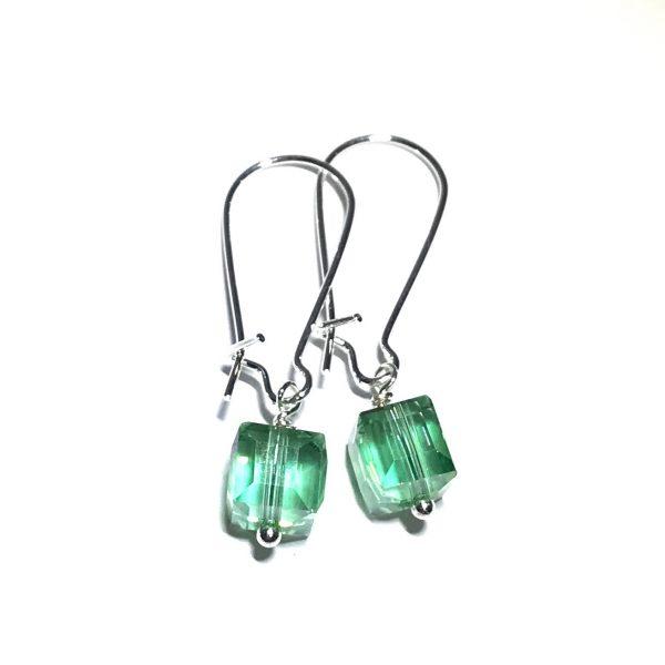 grønn-glass-kube-øreanheng-ørepynt