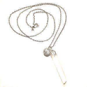 hvit-matt-glass-smykke-halskjede