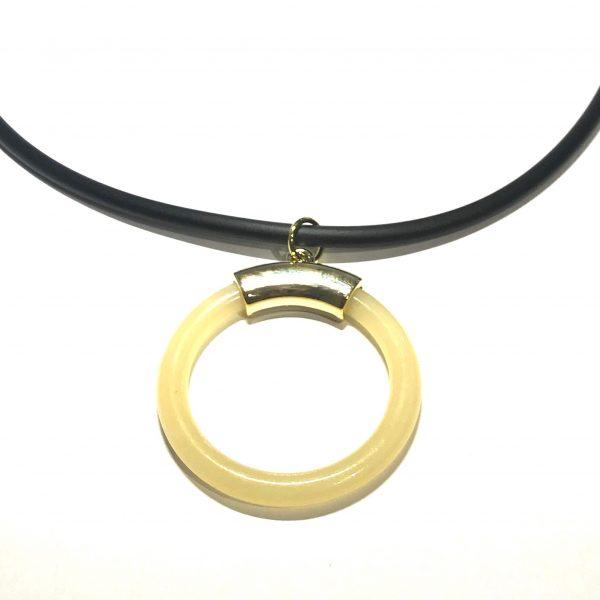 ring-beige-sort-gummi-tøff-smykke