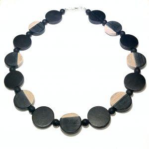 sort-tre-tøff-smykke