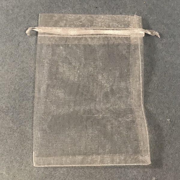 hvit-organza-gavepose
