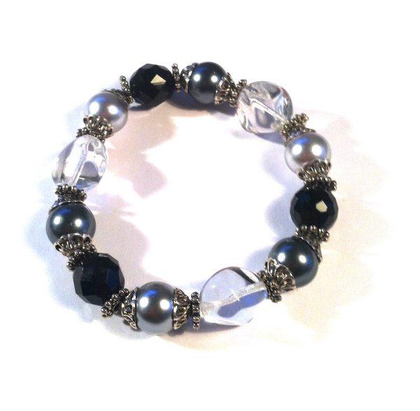 sort-grå-blank-perle-armbånd